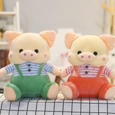 厂家批发情侣背带猪毛绒玩具婚庆布娃娃公仔儿童生日礼物一件代发