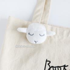 冬季超可爱小羊胸针白色咩咩羊卡通毛绒别针徽章包包配饰服装辅料