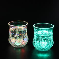 酒杯ktv派对聚会用品发光杯玩具批发 厂家直销爆款感应发光菠萝杯