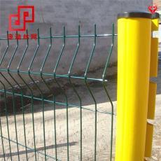 加強三角折彎護欄網桃形柱防盜護欄網三角折彎鐵絲網護欄鐵絲網
