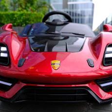 3-6歲四輪車帶遙控充電超大汽車可坐人玩具車 新款兒童電動汽車