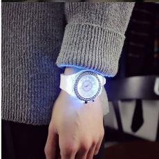 时尚创意发光镶钻手表 厂家直销 个性日内瓦石英表批发